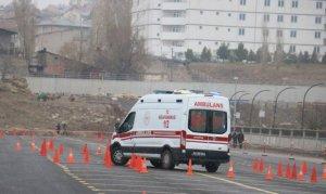 Ambulans şoförleri kıyasıya yarıştı