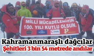Kahramanmaraşlı dağcılar Şehitleri 3 bin 54 metrede andılar