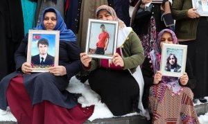 Diyarbakır anneleri kar altında nöbetini sürdürüyor