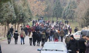 """Kahramanmaraş'ta Üniversite öğrencileri """"çürük bina"""" protestosu yaparak derslere girmediler"""