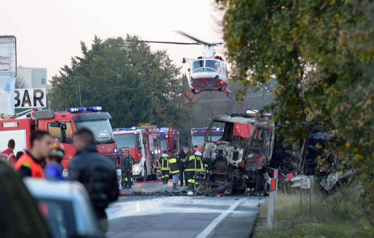 Akaryakıt istasyonunda yangın çıktı: 2 ölü, 17 yaralı