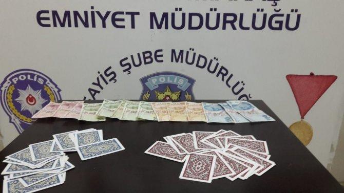 Kahramanmaraş'ta kumar oynayan 3 kişiyi suç üstü yakaladı