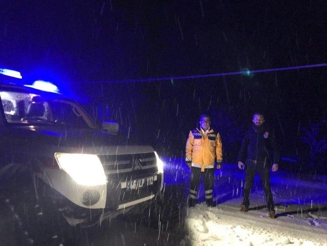 Doğum sancısı tutan kadını paletli ambulansla hastaneye taşıdılar