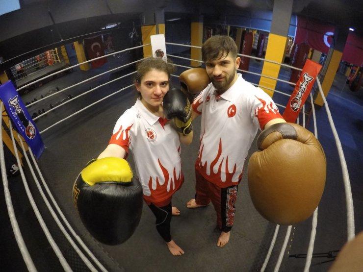 İkizler kick boksta şampiyonluğa doymuyor
