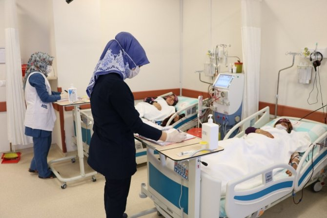 Türkoğlu diyaliz merkezinde hasta kabulüne başlandı