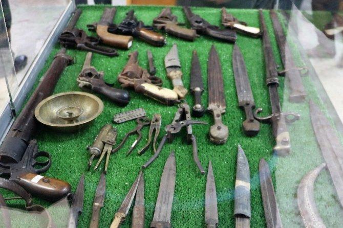 Kahramanmaraş'ta Osmanlı silahları ve kıyafetleri sergisi açıldı