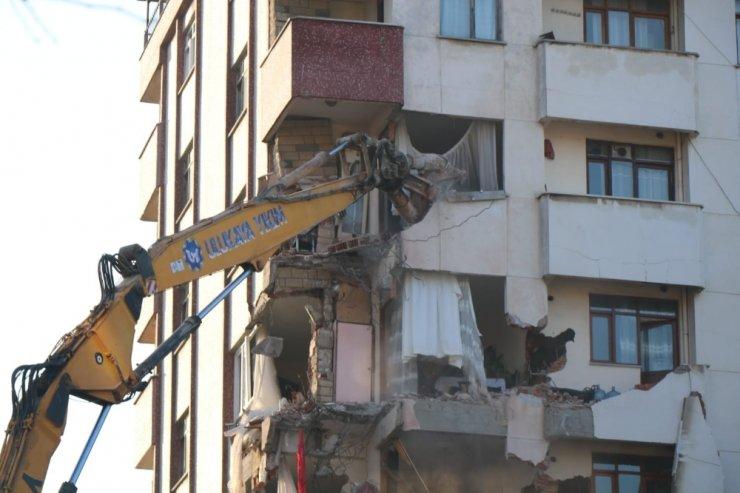 Ara verilen yıkım çalışmaları sabah saatlerinde yeniden başladı