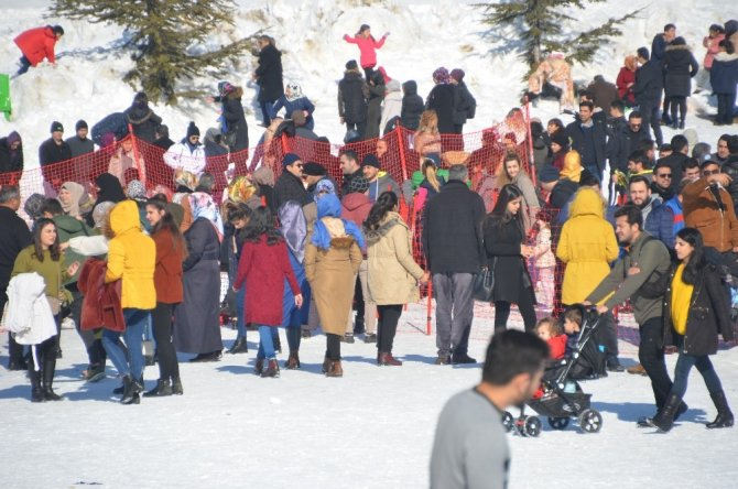 Yedikuyular Kayak Merkezi ziyaretçi akınına uğradı