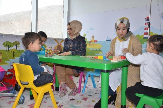 Çocuk hastaların hediyesi Elbistan Devlet Hastanesi'nden