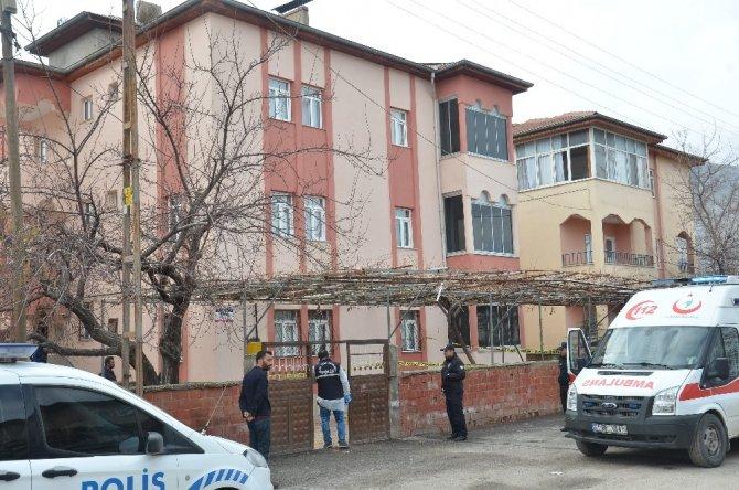 81 yaşındaki kadın pencereden düşüp öldü