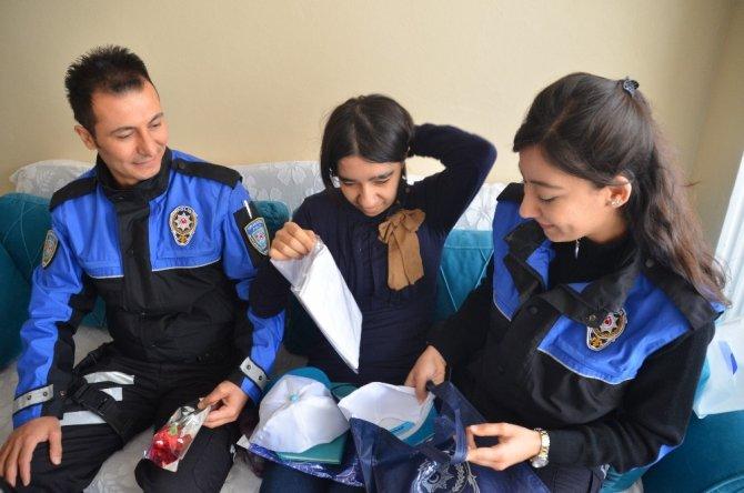 Engelli Merve'ye polisler sürpriz yaptılar