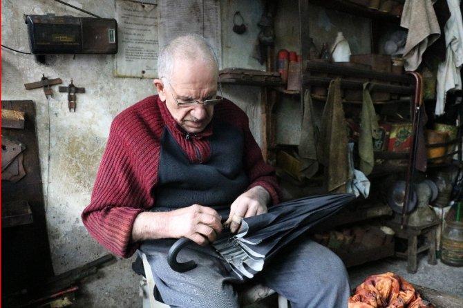 Mesleğinin son tamircisi 70 yıldır bu işi yapıyor