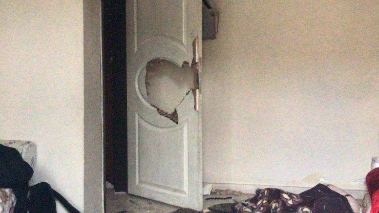 Çocuklarının kapısını kitledi, karısını öldürdü