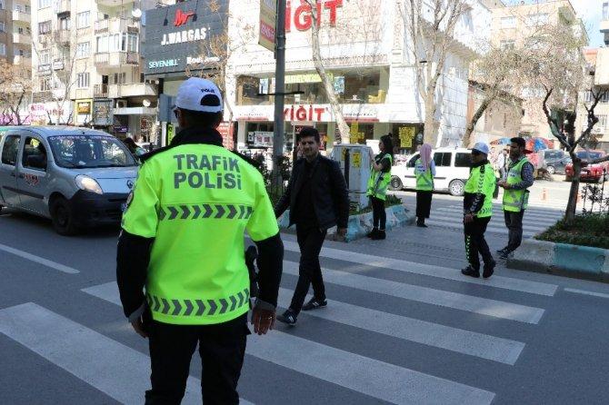 Trafik polisleri öncelik yayanın dediler