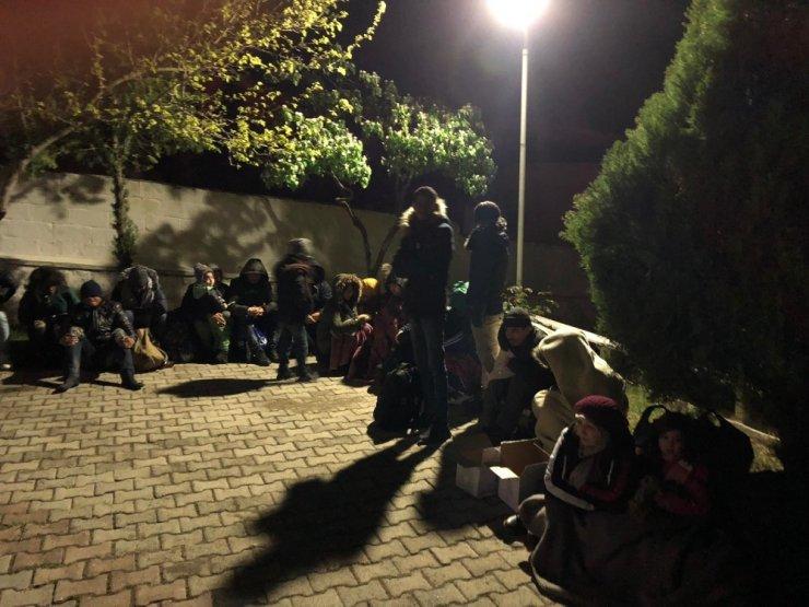 Yunanistan'a gitmek isteyen 143 mülteci yakalandı
