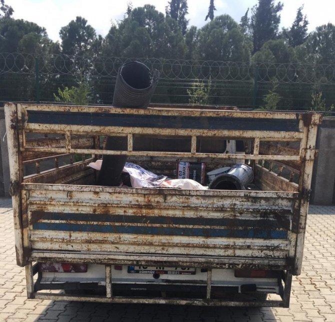İş yerinden hurda malzeme çalan 2 kişi yakalandı