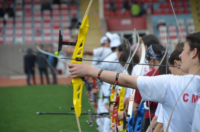 Okullar arası okçuluk şampiyonası düzenlendi