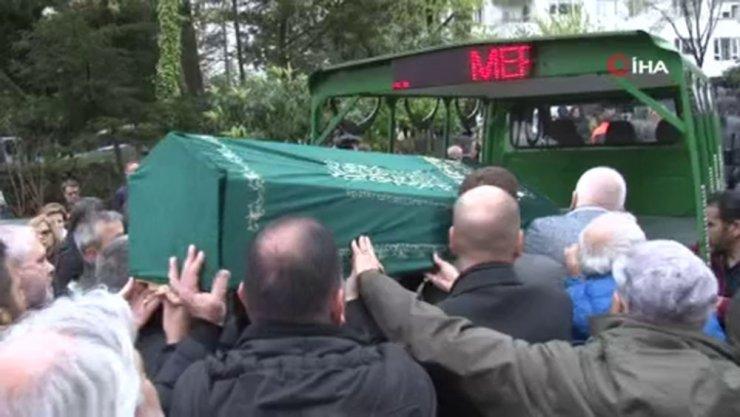 Ünlü gazeteci Aykut Işıklar son yolcuğuna uğurlandı