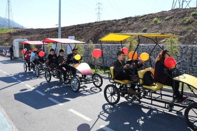 Kahramanmaraş'ta görme engelli çocuklar bisiklet kullandı