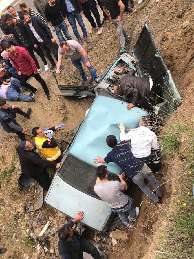 Kahramanmaraş'ta bu otomobilden yaralı kurtuldular