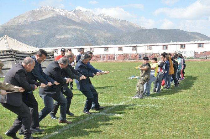 Elbistan'da 5 bin çocuk unutulmaya yüz tutan oyunları oynadı