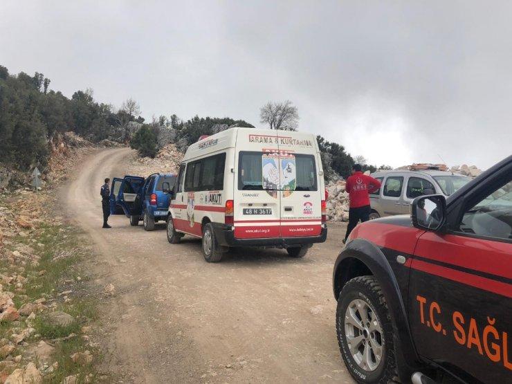 Kayalıklara düşen paraşüt pilotu ve yabancı yolcu öldü