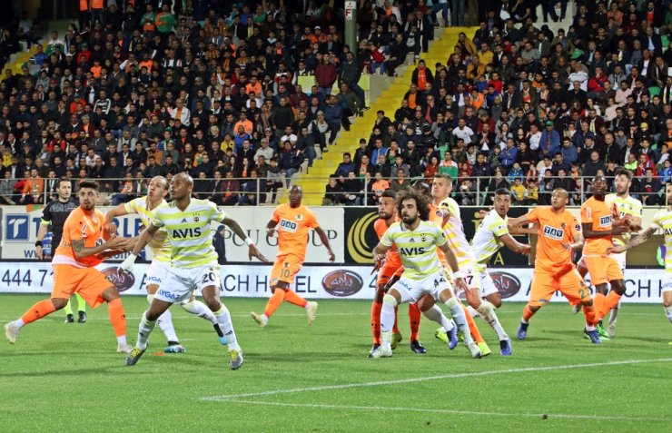 Aytemiz Alanyaspor  Fenerbahçe'yi ilk kez devirdi