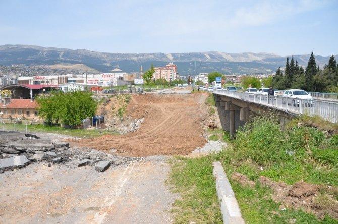Adnan Menderes'in açtığı İstasyon Köprüsü yenileniyor