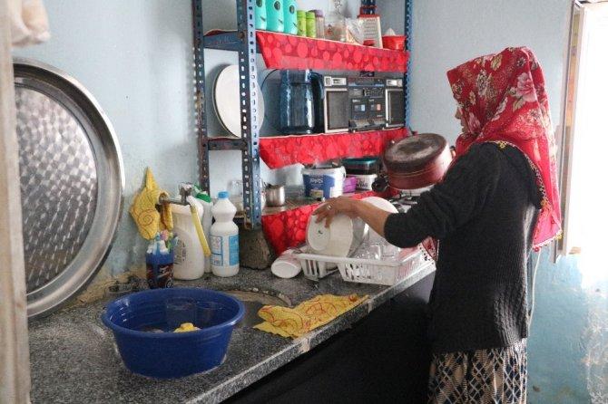 Kahramanmaraş'ta 4 çocuk annesi kadın yardım bekliyor