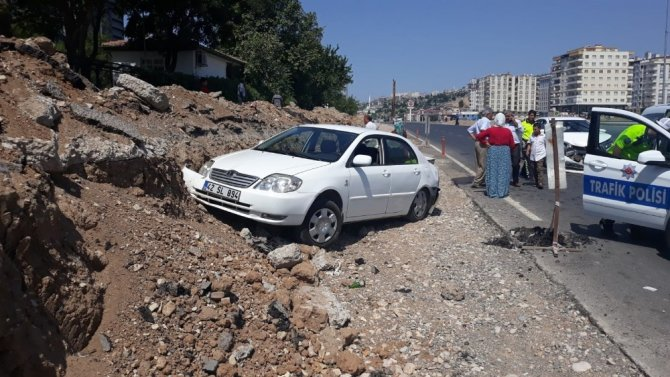 Kahramanmaraş'ta iki otomobil çarpıştı! 2 kişi yaralandı
