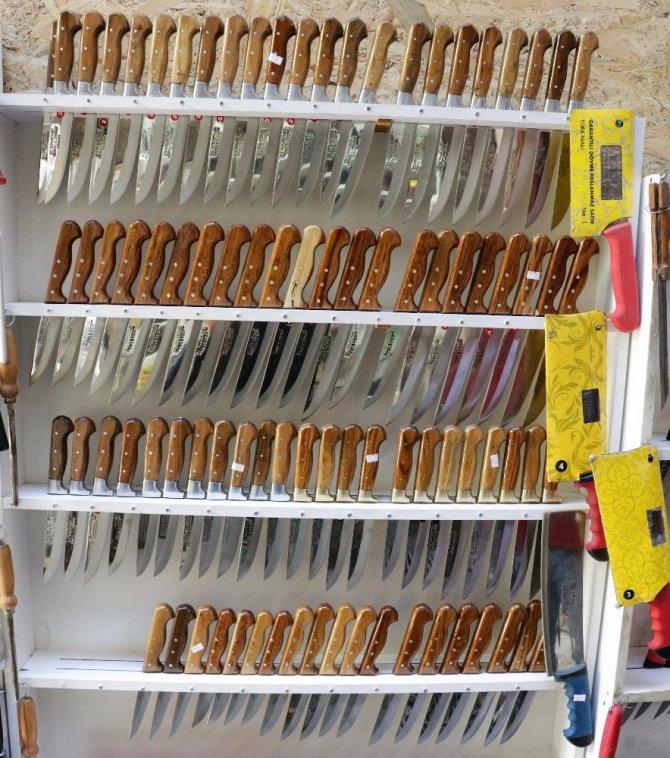 Kahramanmaraş'ta bıçaklar Kurban Bayramı için bileniyor