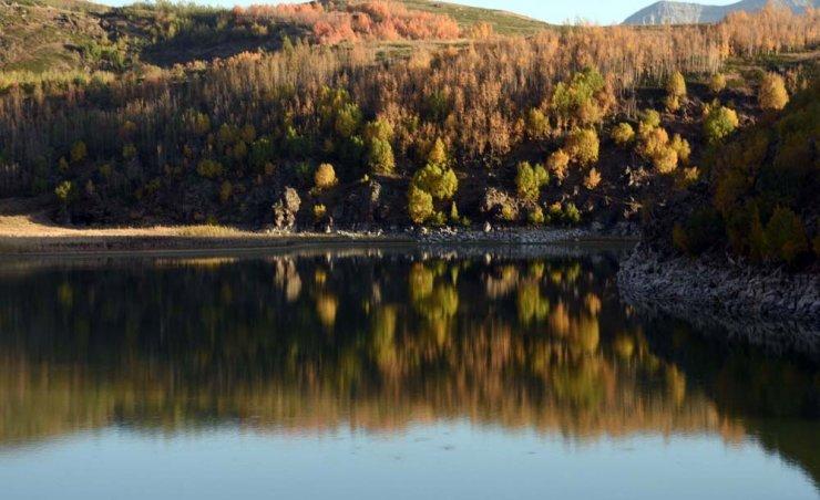 Nemrut krater gölü ve dağı eşsiz manzarası ile büyülüyor