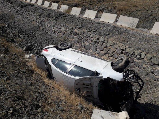 Ekinözü'nde Otomobil baraj gölüne düşmekten son anda kurtuldu