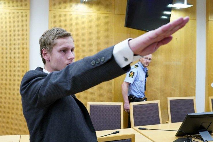 Cami saldırısının sorumlusu mahkemede Nazi selamı verdi
