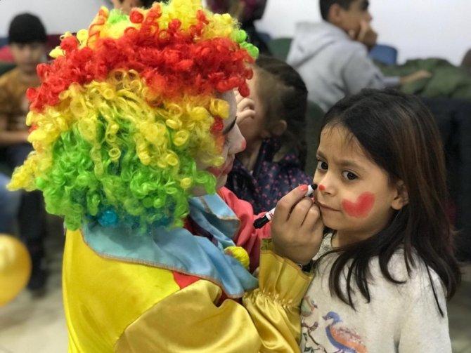 Yetim ve öksüz çocuklara sürpriz hediye