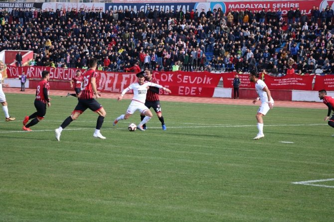 Kahramanmaraşspor kendi evinde Uşakspor'u mağlup etti