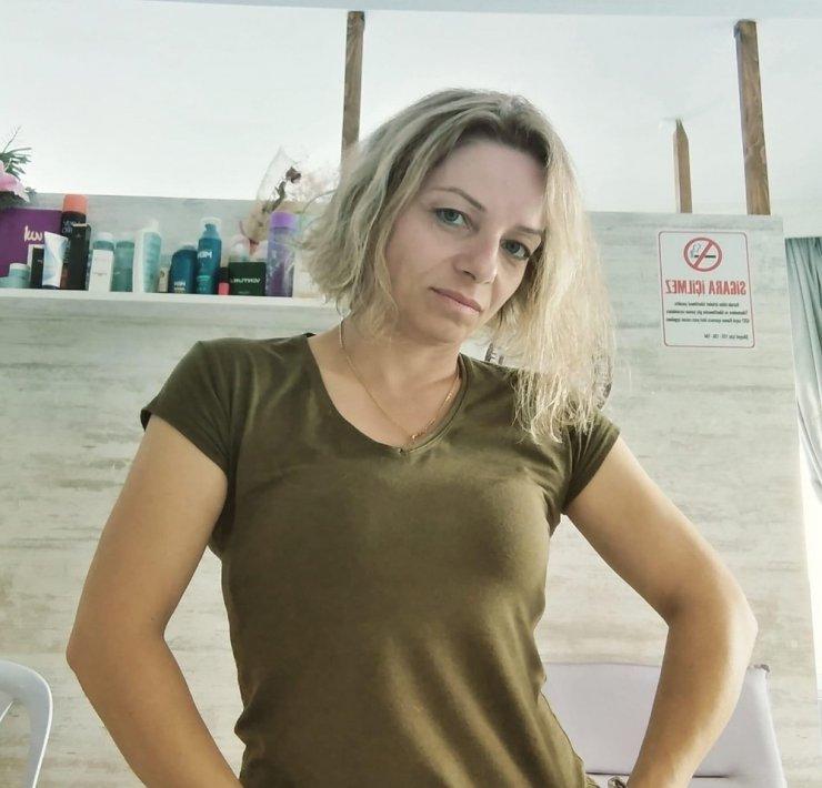 Parkta eşini vurdu, başında bekledi