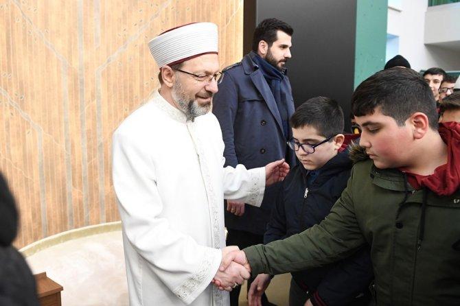 Başkan Erbaş, sabah namazında çocuklar ve gençlerle buluştu