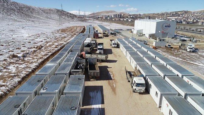Elazığ'da depremzedelerin yaraları sarılıyor