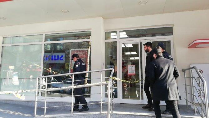Kahramanmaraş'ta Bankanın camına kurşun isabet etti